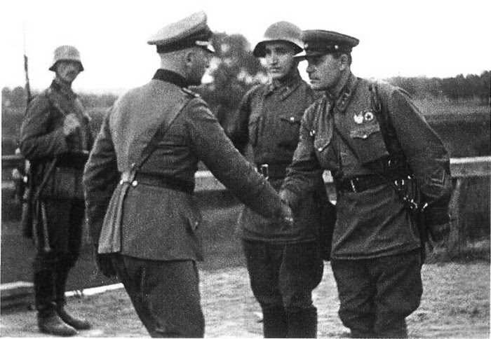 German and Soviet troops