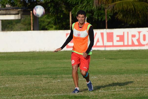 Zagueiro e capitão da equipe americana, Edson Rocha foi liberado para o treino e se não acusar dores musculares vai para o jogo