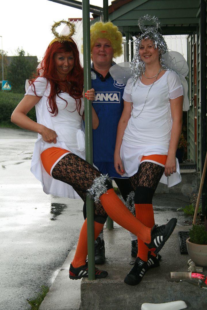 Meg, Grethe og søster'n Linda veldig klare før avspark, hi-hi! :P