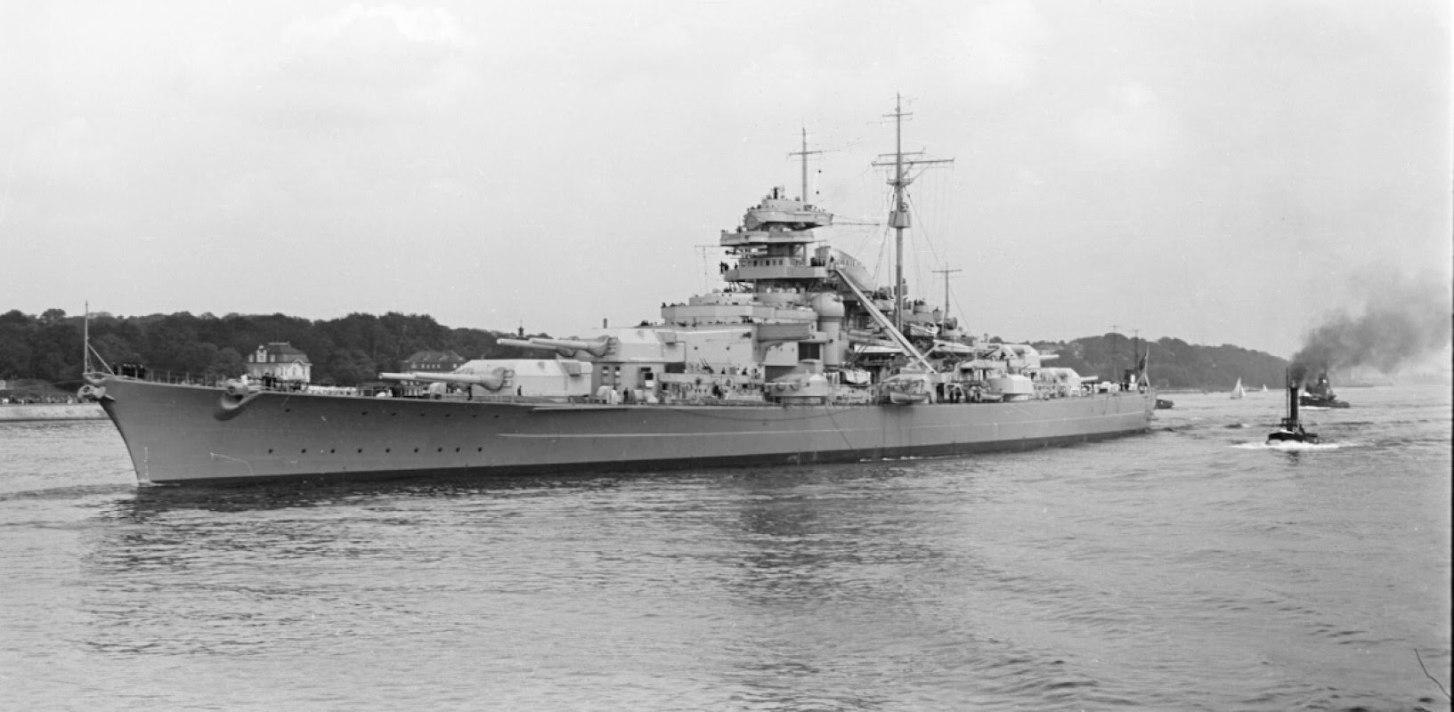 File:Bundesarchiv Bild 193-04-1-26, Schlachtschiff Bismarck.jpg