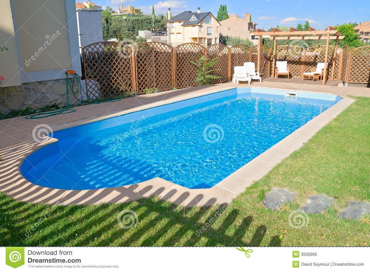 Sparkling Fresh Garden Pool Stock Photo - Image: 3500960