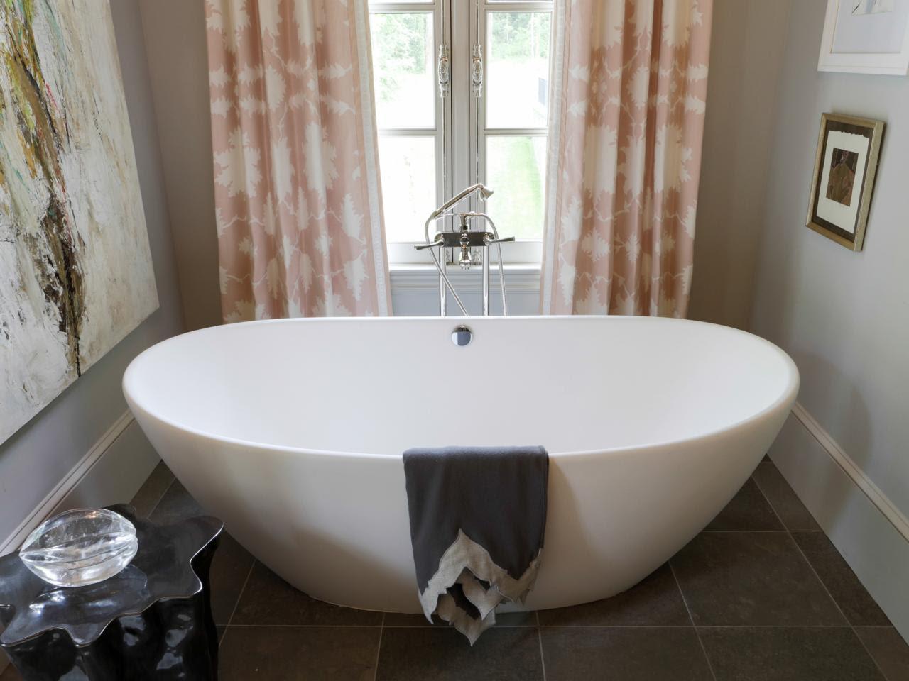 Corner Bathtub Design Ideas: Pictures & Tips From HGTV ...