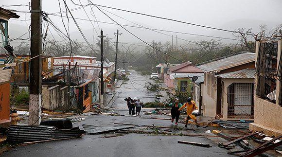 Puerto Rico está totalmente apagada este miércoles, el huracán María dejó al país en completa oscuridad. Foto: Reuters.