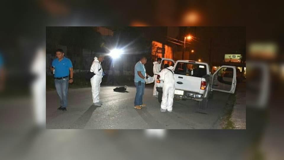 FOTOS: SORPRENDEN A MESEROS SICARIOS, TRASLADANDO CADAVERES EN BOLSAS DE BASURA EN REYNOSA