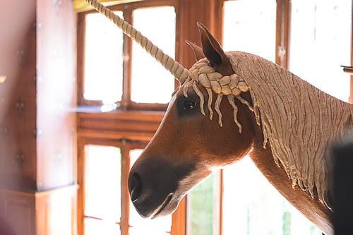 papier-mâché-unicorn