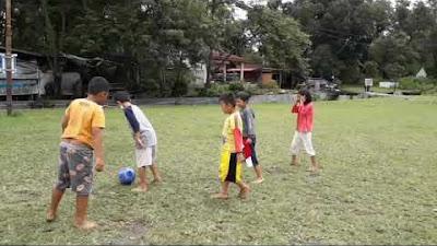 Video: Semangat Bocah Cilik di Samosir Bermain Bola