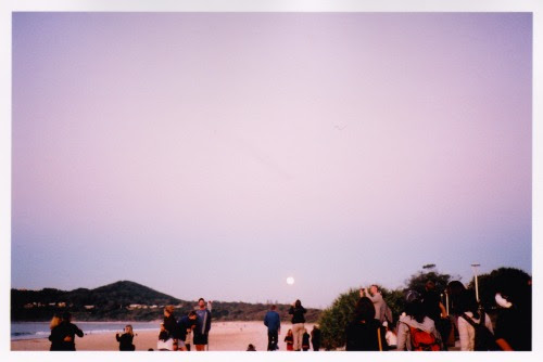 neukt:The full moon rising, main beach. This photo does no justice to the beauty that was. 14.7.14Mia
