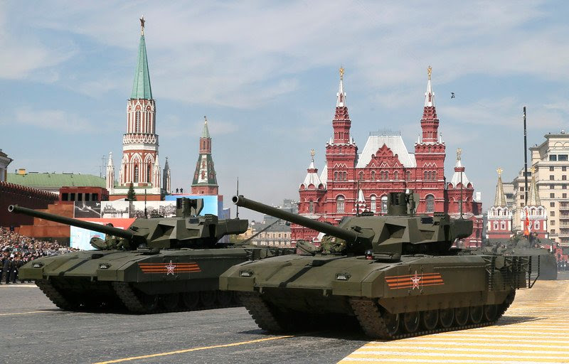 epa04740137 New Russian tanks Armata T-14  attend  the during the Victory Day military parade in the Red Square in Moscow, Russia, 09 May 2015. The Victory Day parade on 09 May 2015 marks the 70th anniversary since the capitulation of Nazi Germany.  EPA/YURI KOCHETKOV