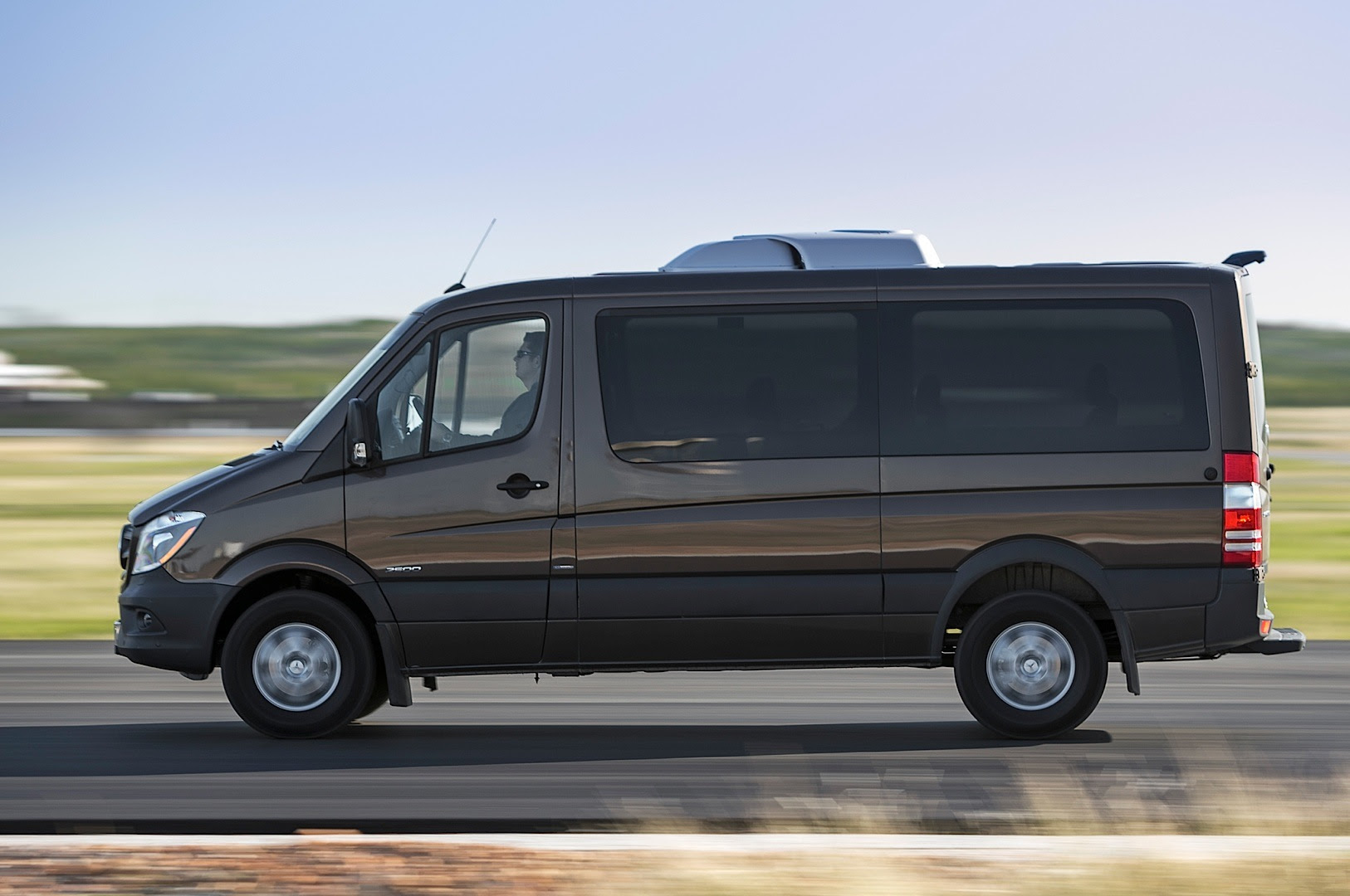 2014 Mercedes-Benz Sprinter Gets Reviewed by Truck Trend ...