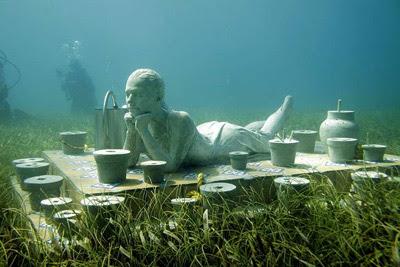 Ésta y otras obras de arte yacen bajo la superficie marina por la oficina de Visitantes y Convenciones de Cancún. Elizabeth Ruíz / EFE