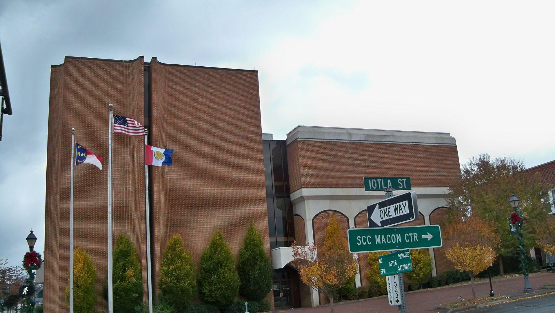 Macon County Courthouse photo 100_5885_zpsad6781ca.jpg