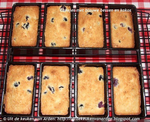 Cakejes met blauwe bessen en kokos