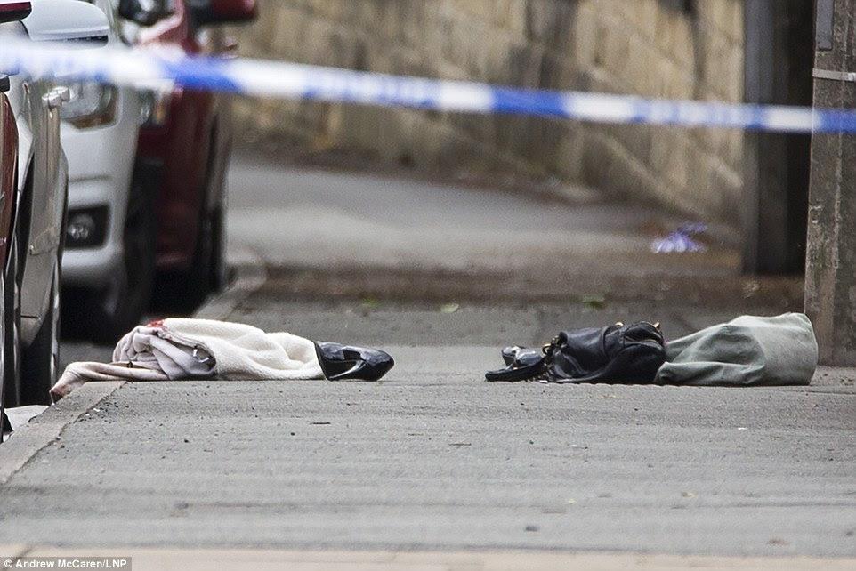 Una chaqueta, bolso y zapatos fueron dejados en la escena.  Se cree que pertenecen al MP que fue atacado