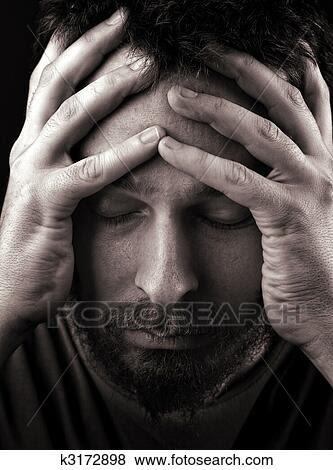 Foto - triste, deprimido, e, só, homem. Fotosearch - Busca de Imagens Fotográficas, Impressões e Fotos Clip Art