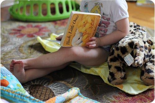 Eva reading web.psd