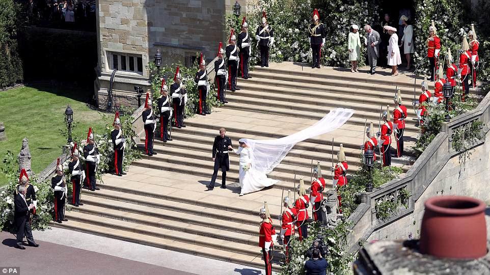 La pareja, que ahora es Duke and Duchess of Sussex, organizó una boda que reflejaba sus antecedentes