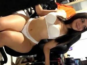 Blogueirinha do Instagram caiu na net fazendo sexo em video caseiro