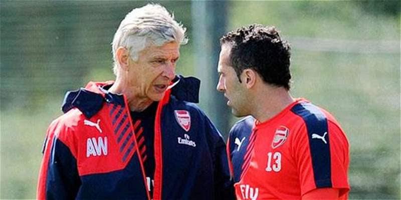 el francés Arsene Wenger conel arquero David Ospina