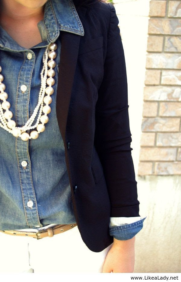 i LOVE the denim shirt paired with the blazer, & the chunky pearls just set it off!