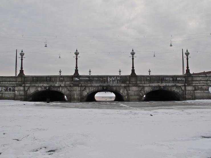 Queen Louises Bridge, waterside