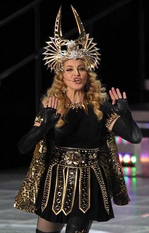 Madonna no visual gladiador
