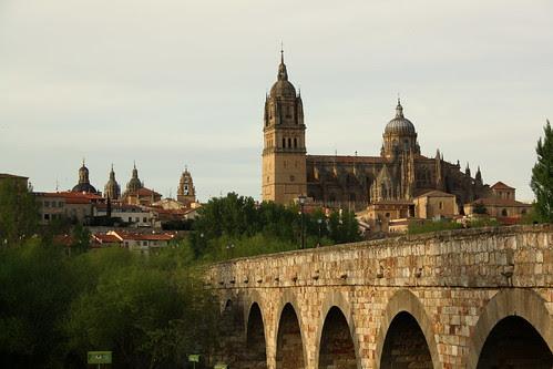 Catedrales y puente romano