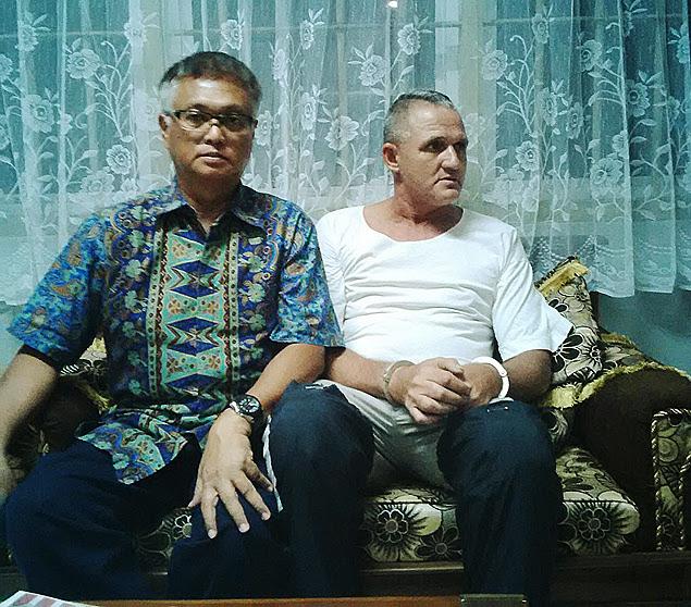 O brasileiro Marco Archer Cardoso Moreira, 53 (à dir.), com seu advogado, nesta quarta