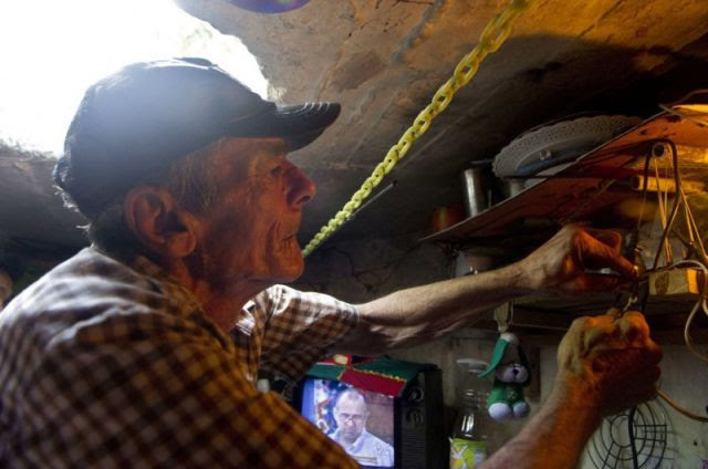 This Poor Colombian Couple Live in Unexpected Place…