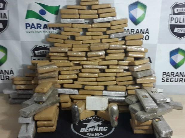 Maconha, haxixe e cocaína foram apreendidos na BR-277 (Foto: Divulgação/Denarc)