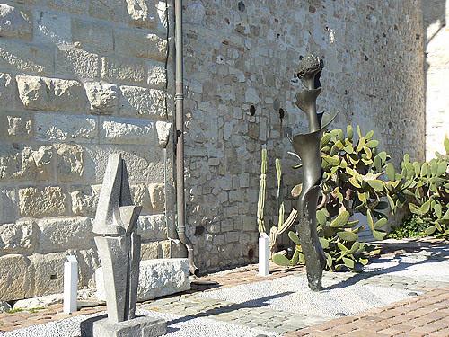 sculptures terrasse picasso.jpg