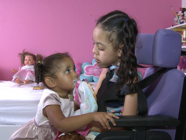 Emilly foi para casa após cinco anos internada no Hospital da Restauração (Foto: Reprodução/TV Asa Branca)