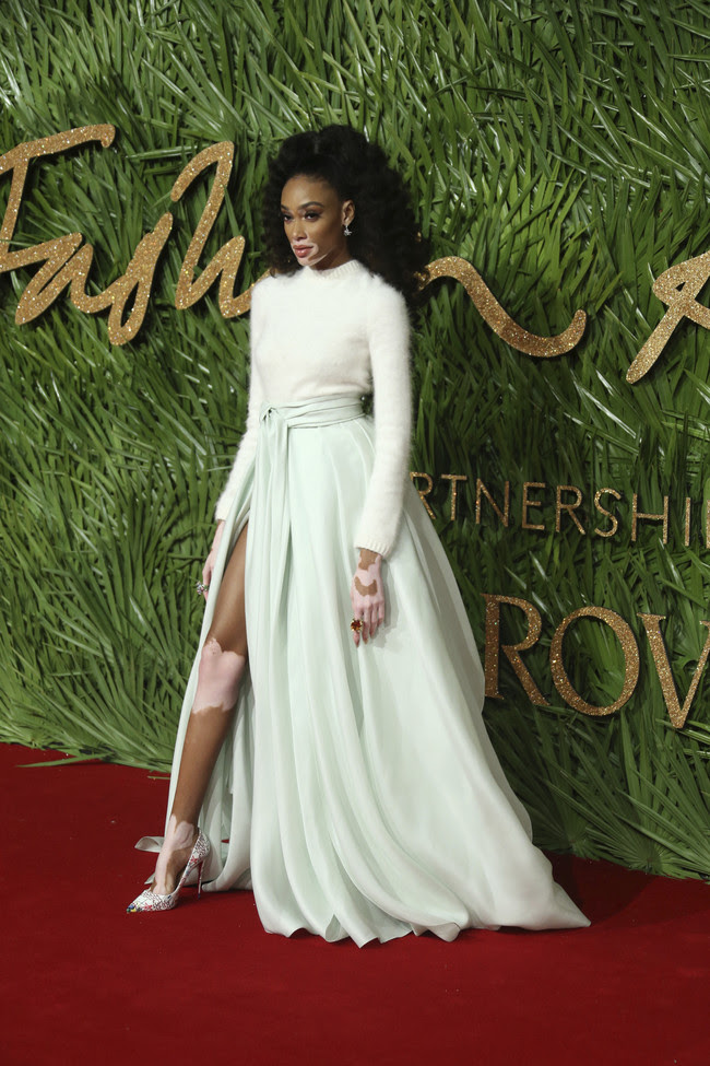 british fashion awards alfombra roja Winnie Harlow