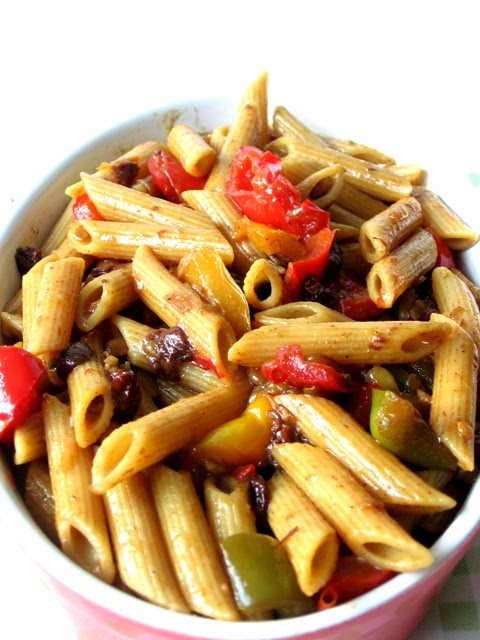 Wholemeal Penne with Bell Peppers, Pine nuts and Raisins