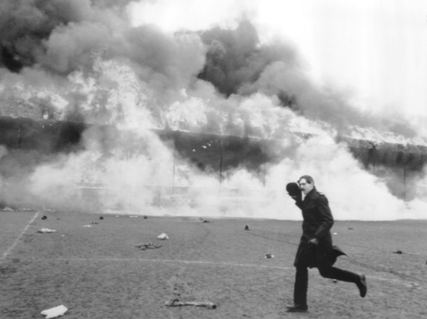 Bradford City fire disaster remembered 32 years on ...