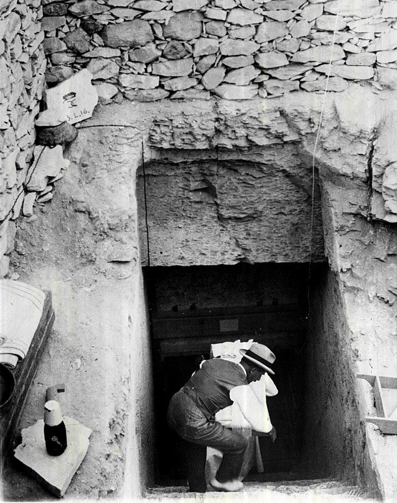 http://blogs.denverpost.com/library/files/2012/05/Howard-Carter-at-King-Tuts-Tomb.jpg