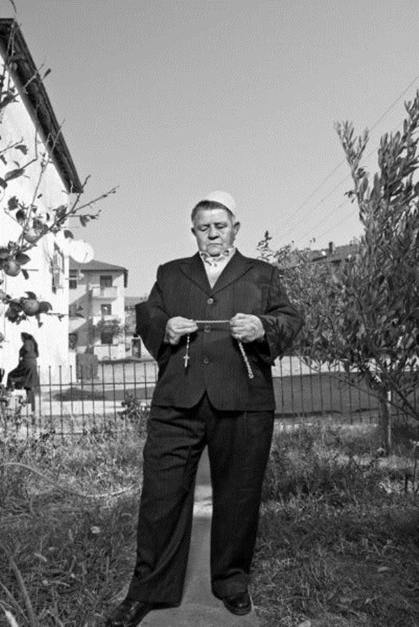 824 Αλβανοί Ορκωτών Παρθένες (12 φωτογραφίες)