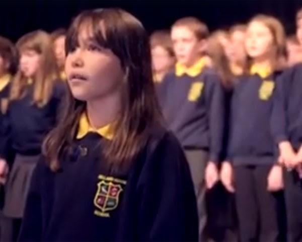 """Kaylee Rodgers. de 10 anos, canta """"Hallelujah"""" (Foto: Reprodução Facebook)"""