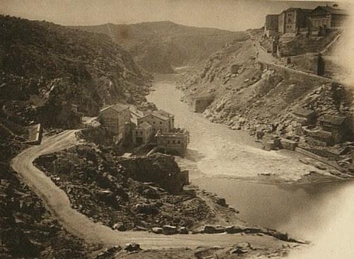 Torno del Tajo en Toledo en el lugar donde se levantaba el acueducto romano. Principios del siglo XX. Foto Hauser y Menet