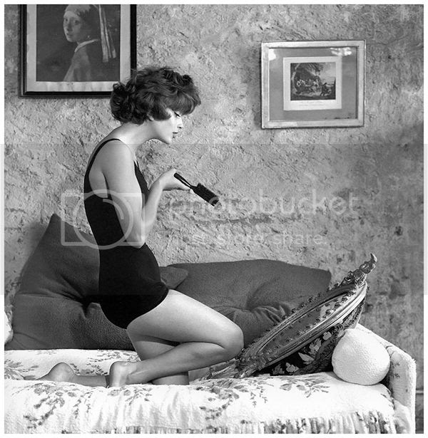 photo marie-arnaud-in-maillot-from-le-printemps-eden-roc-cap-dantibes-photo-by-georges-dambier-elle-june-10-1952_zps6dgvckpm.jpg