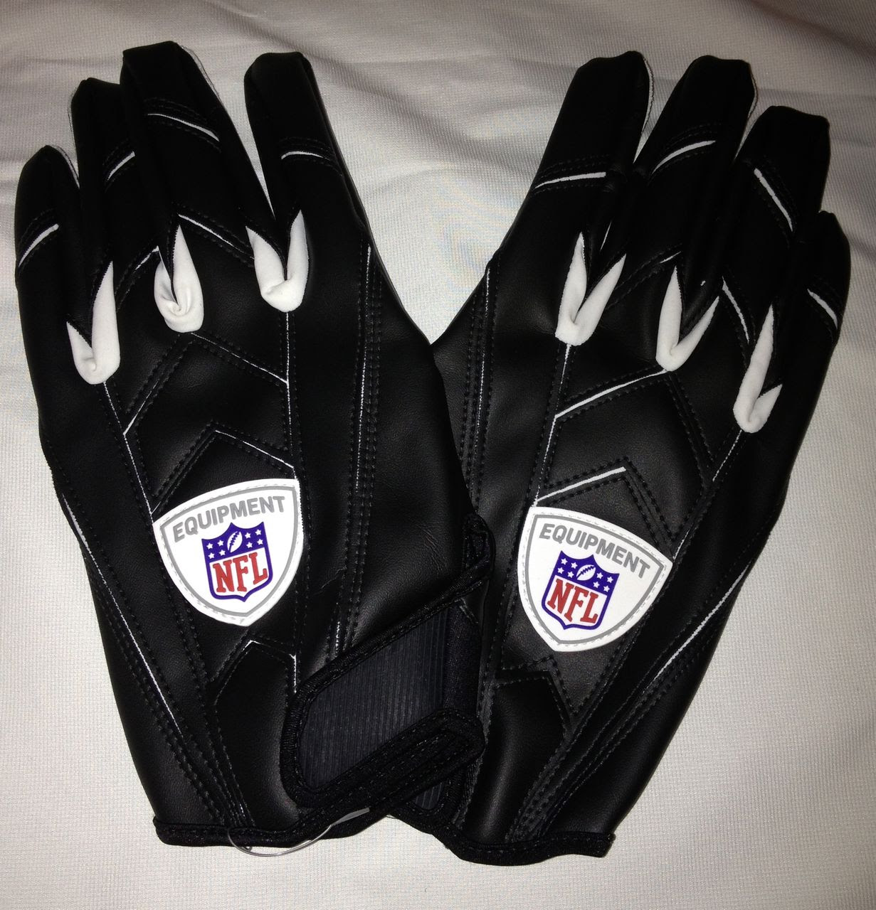 NEW Mens 3XL UNDER ARMOUR NFL Equipment Black White Receiver Football Gloves  eBay