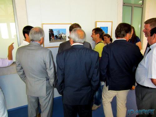 Exposição coletiva de Fotografia «Figueira da Foz, aqui sou feliz» - Presidente João Ataíde a ver as fotografias [en] Exhibition of Photography «Figueira da Foz, I am happy here»