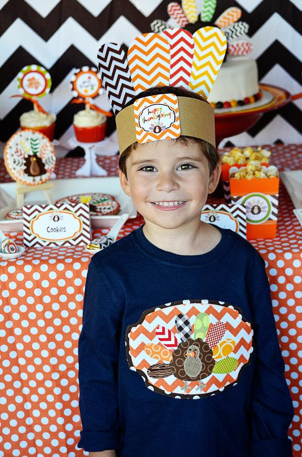 Crafty Chevron Kids Thanksgiving Table Ideas