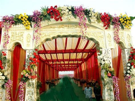 8 Amazing Wedding Entrance Decoration For Perfect Wedding