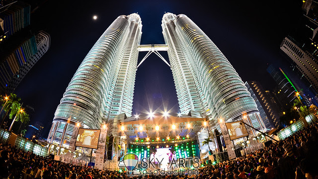 Twin Towers Alive 2013 2NE1 BackStreet Boys MizzNina Caprice #TTAlive Day 2 | TianChad.com