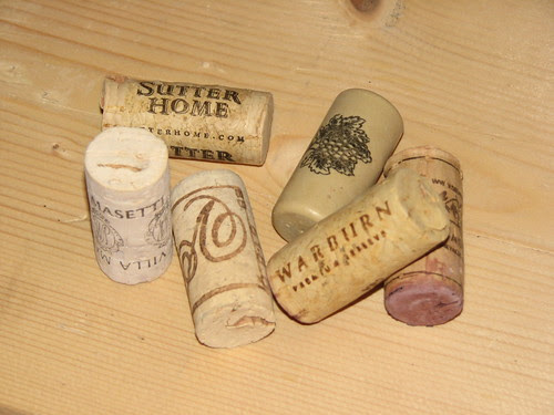 25 Days of Hand Crafted Gifts & Ornaments - Wine Cork Trivet 001