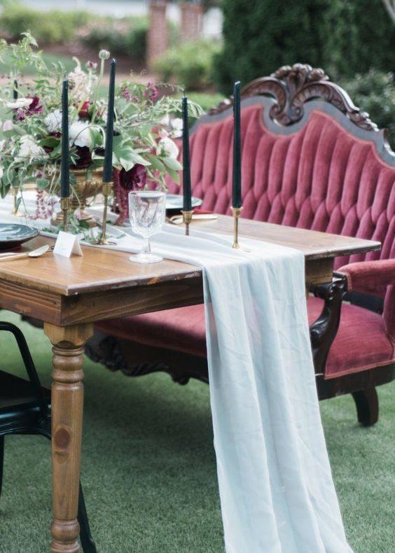 serenity blue chiffon Tischläufer für den Kontrast zu dem blod Farben der Blüten und Möbel