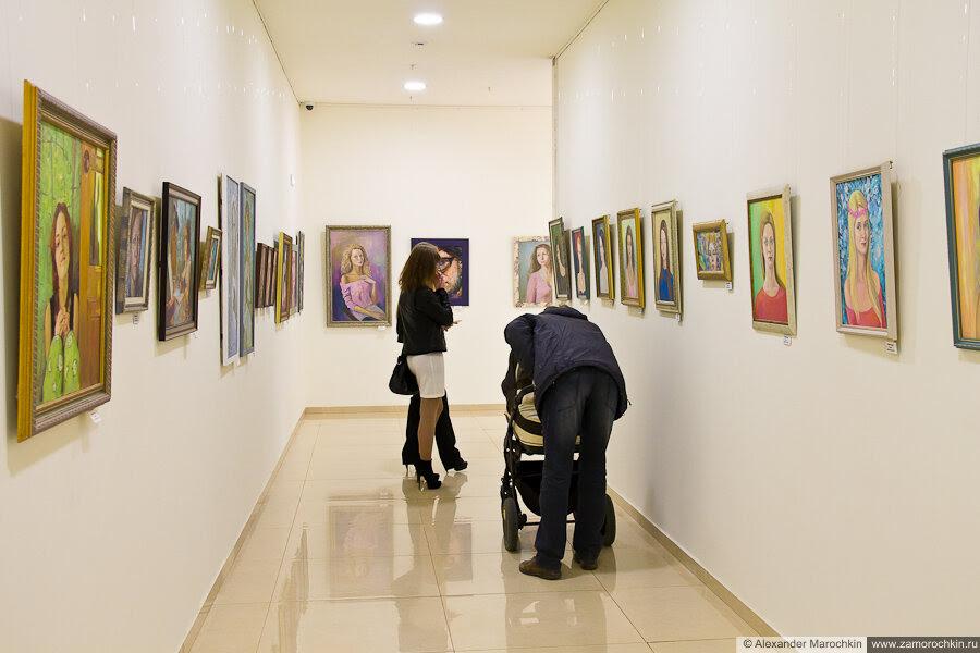 Выставка портретной живописи в ТРЦ РИО