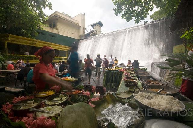 Villa Escudero Dining at the Falls