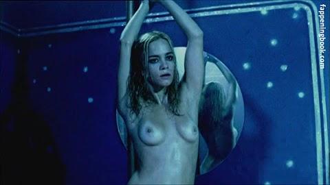 Alice Braga Nude Hot Photos/Pics   #1 (18+) Galleries