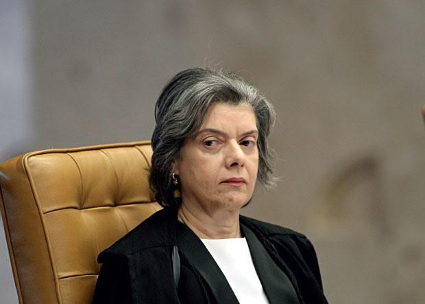 ESTARRECIDA A ministra Cármen Lúcia, presidente do Tribunal Superior Eleitoral. Ela abriu uma sindicância para apurar se houve tentativa de encobrir a fraude  (Foto: Alan Marques/Folhapress)
